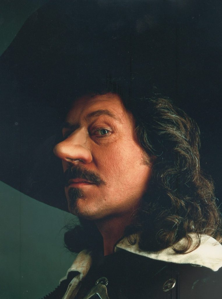 Bill van Dijk in de musical Cyrano.